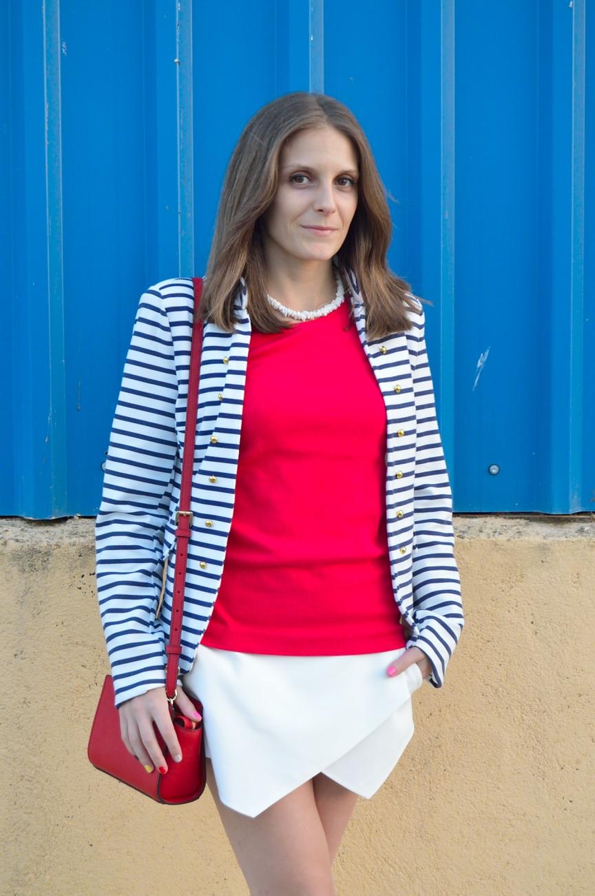 lara-vazquez-madlula-blog-style-streetstyle-fashion-red-blue-white-striped-blazer