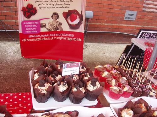 201308180140-cupcakes