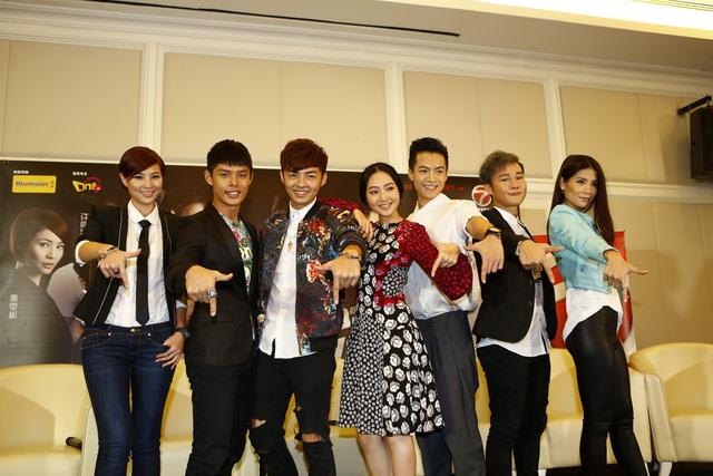 On The Brink PC (L-R) Jan Chin, Henley Hii, Adrian Tan, Jojo Goh, Jeffrey Cheng, Berg Lee, Emily Lim