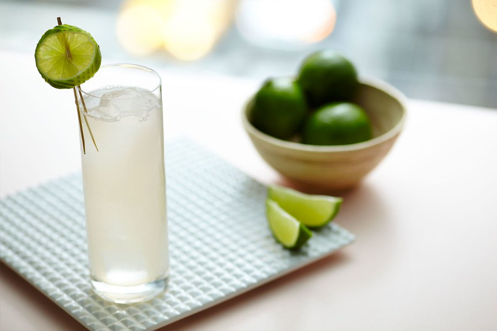 Cocktails um den Sommer zu genießen