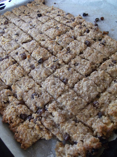 Cereal cookies with apple & raisins - Biscotti di cereali con mele & uvetta
