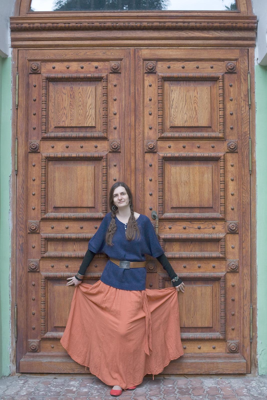 Галя_оранжевая дверь_v1