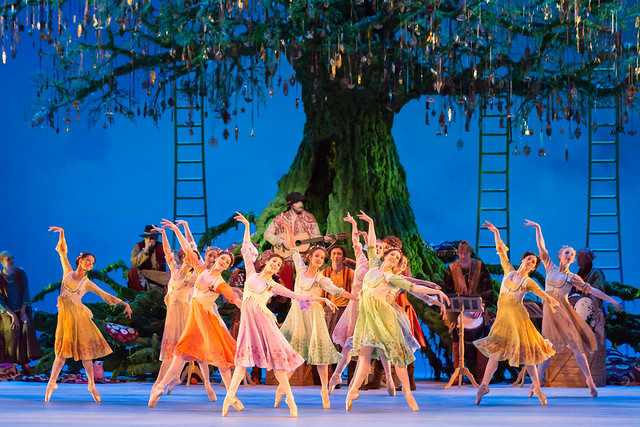 Dancers of The Royal Ballet in Act II of The Winter's Tale © ROH/Johan Persson, 2014