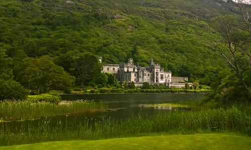 ireland lake mountains green castle galway abbey connemara kylemoreabbey nunnery kylemore countyconnemara rinvyle