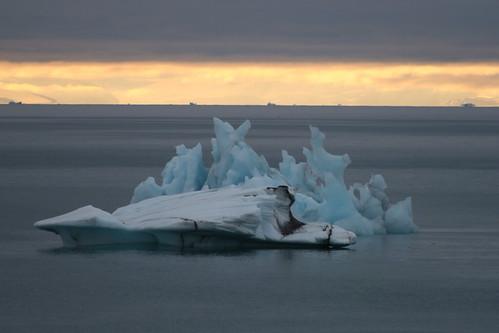 norway svalbard arctic spitsbergen icebergs