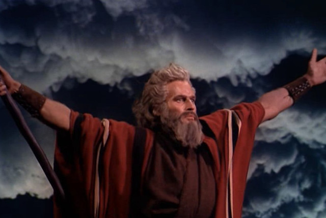 Cropped screenshot of Charlton Heston from the trailer for The Ten Commandments (1956)