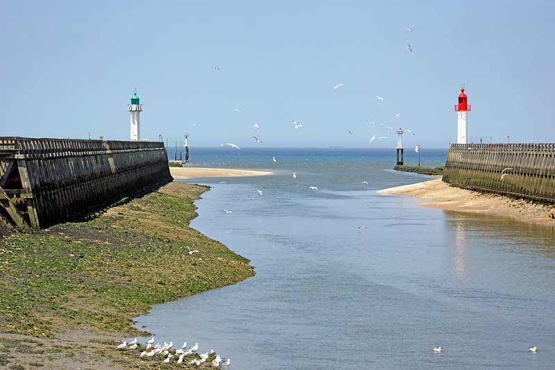 France-000640 - Trouville-sur-Mer Lighthouses