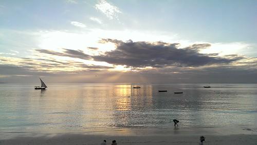 africa sunset sea people cloud sun seascape beach water landscape tanzania photography boat photo barca tramonto mare view cloudy barche zanzibar spiaggia seaview greatphotographers
