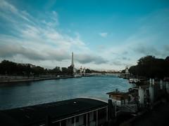 La Seine, le Tour Eiffel, et le Pont Alexandre III