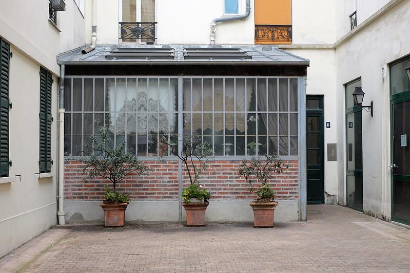 petite cour parisienne