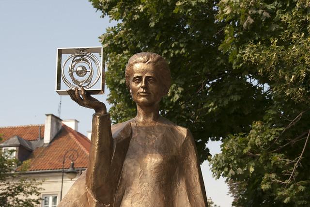 Estatua a Marie Curie
