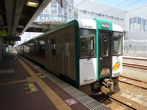 JR Rikku East Line train at Shinjo Station