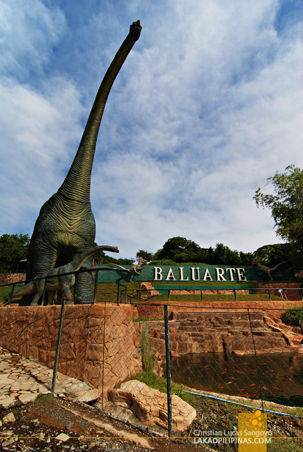 Dinosaurs at Vigan's Baluarte