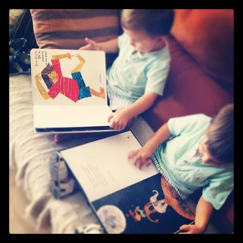 Me encantan las escenas espontáneas y compartidas de #lectura que me regalan en #LaVidaPirataEsLaMejor