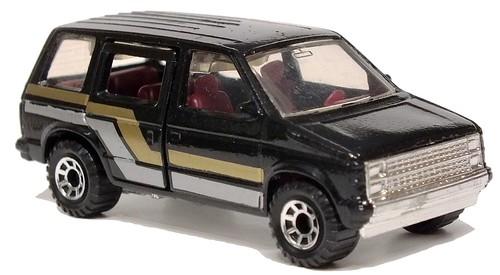 39 Matchbox Dodge Voyager 1984