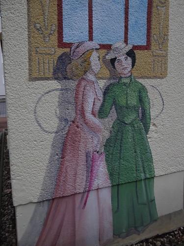 Graffiti von zwei weiblichen Figuren in Dresden Striesen Süd 00118