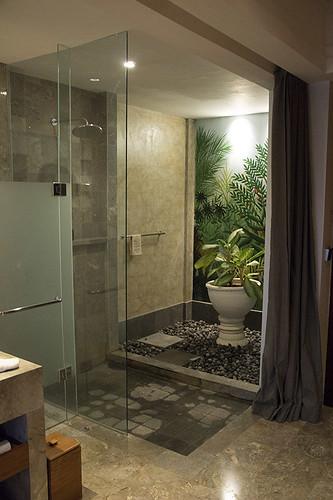 bathroom area @ Alaya