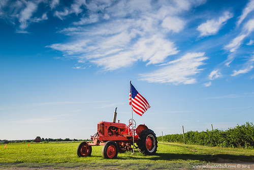 morning summer sky usa ny tractor green beautiful grass june proud clouds america li early suffolk nikon pretty farm flag country americanflag wideangle patriotic longisland machinery americana crops local agriculture northfork mattituck eastend pattys 2014 d610 berrypatch nofo berryfarm berrries nikkor1635mmf4vr pattysberriesandbunches jschusteritsch northforker jonschusteritsch