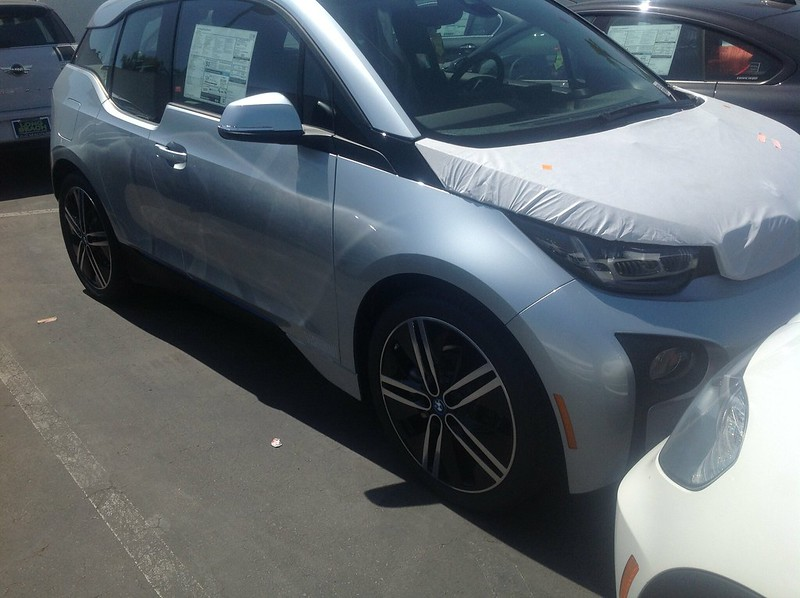 The other profile of our EE .@BMWi i3 BEV not REX. No gas for me!  So tempting!