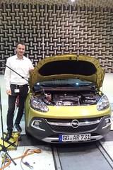 Opel-Blogger Markus Hofmann mit dem ADAM ROCKS im Akustiklabor