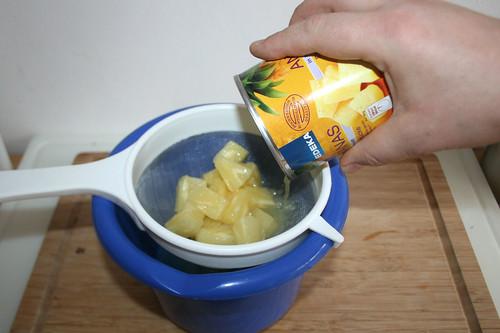 19 - Ananas abgießen / Drain pineapple