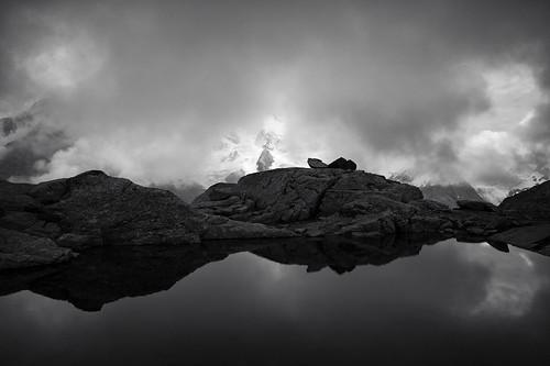 bw lake alps monochrome fog clouds reflections schweiz switzerland blackwhite europe nebel suisse hiking 28mm rangefinder alpen svizzera mountainlake bergsee engadin wanderung m9 2014 bernina oberengadin graubünden grisons svizra sep2 grischun fuorclasurlej elmaritm niksoftware messsucher ©toniv leicam9 140823 l1018066 pontresinavalrosegchamannacoazfuorclasurlejlejdalschödspontresina