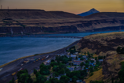 railroad oregon washington twilight mt unitedstates july fav20 hood drawbridge i84 maryhill aftersunset burlingtonnorthern postsunset switchyard wishram fav10 railhub