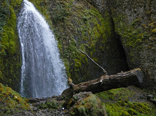 Wahkeena Falls, one of the many waterfalls along Historic Hwy 30 in Oregon