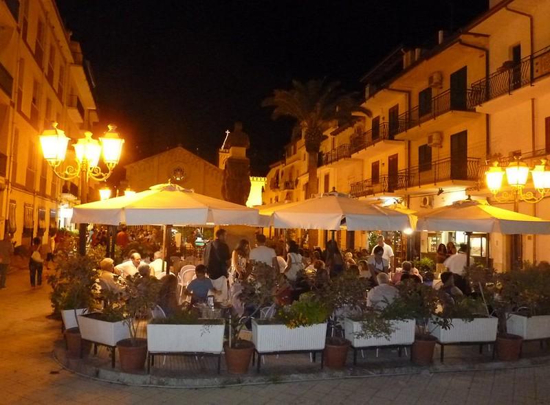 Letojanni - Il Bar Sea Blue nell'incanto di Piazza Durante