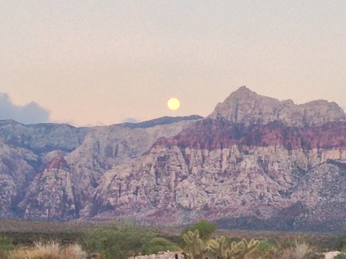 Morning moonset at Red Rocks