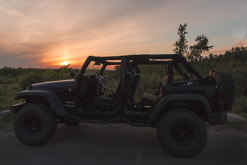sunset jeep 4x4 ottawa topless unlimited wrangler doorless