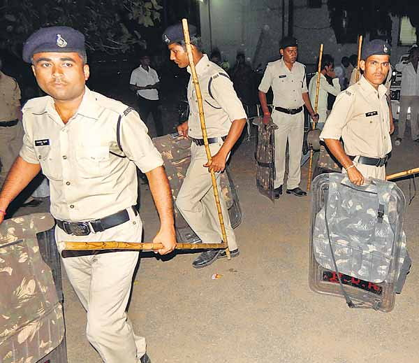 Violent communal clashes in Raisen town of MP, Bajrang Dal go on rampage over trivial issue