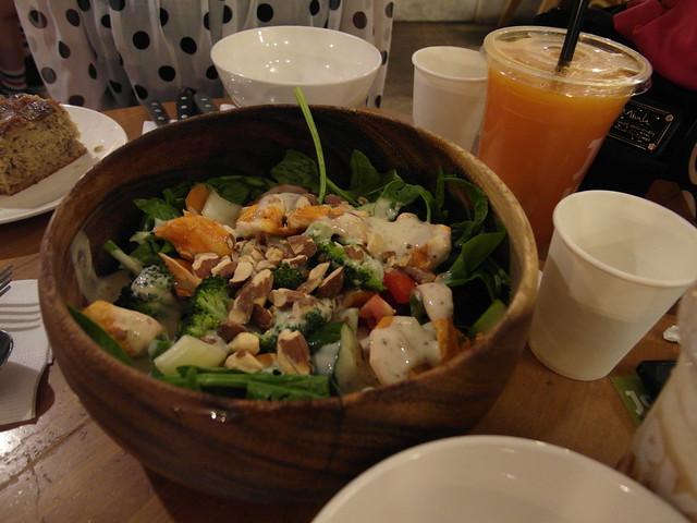 木碗沙拉:雞肉堅果沙拉 (NTD$170)@台北內湖,覺旅咖啡 Journey Kaffe