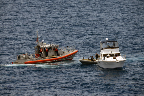 USS Green Bay Provides at Sea Assistance to Vessel in Distress