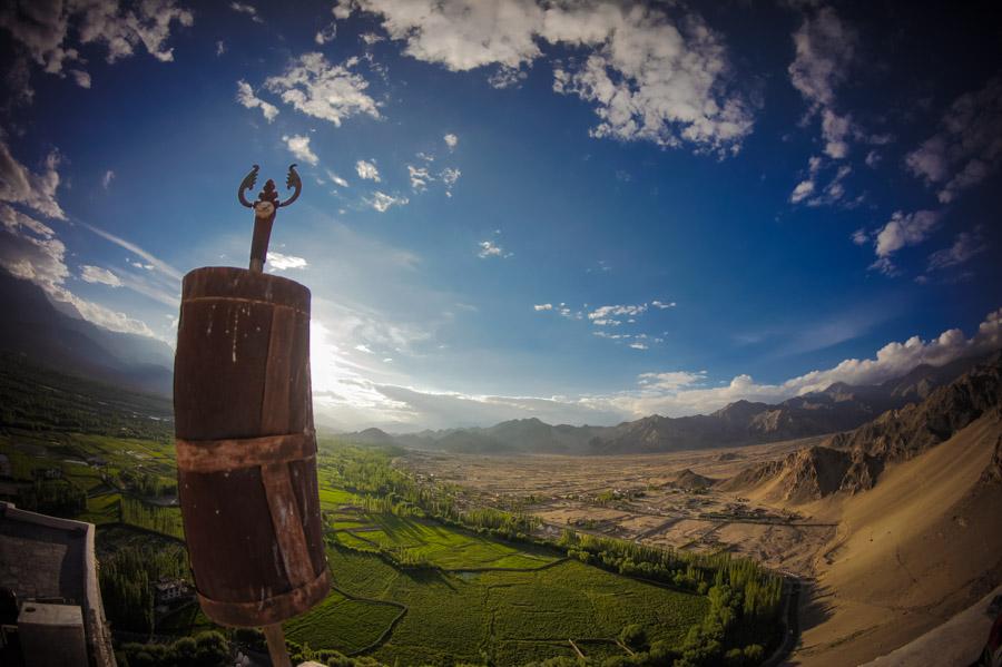 Вид с крыши монастыря Тикси. Монастыри Ладакха (Монастыри малого Тибета) © Kartzon Dream - авторские путешествия, авторские туры в Ладакх, тревел фото, тревел видео, фототуры