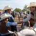El Gobernador Guillermo Padrés Elías, convive con los asistentes a la cabalgata.