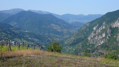 Widok z górej stacji kolejki linowej Khulo w górach Adjara.