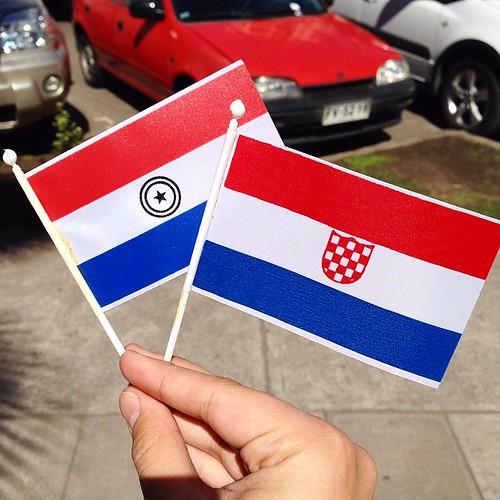 Septiembre, tiempo de banderitas en #Chile. Me cuesta encontrar algunas que no tenga, pero aquí encontré un par: Paraguay y Croacia #flags