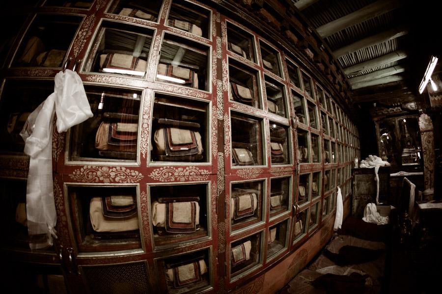 Библиотека монастыря Спитук. Монастыри Ладакха (Монастыри малого Тибета) © Kartzon Dream - авторские путешествия, авторские туры в Ладакх, тревел фото, тревел видео, фототуры