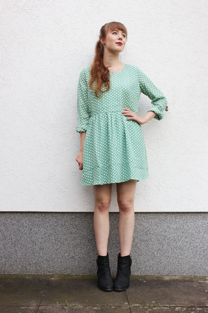 Akira pistol boots - how to style a smock dress - smock dress polka dots