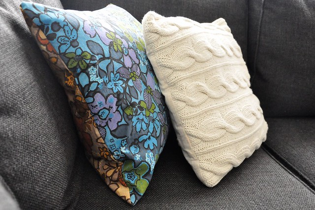 Throw Pillow Method Space Faerie : Living in During: DIY Vintage Fabric Envelope Pillow Covers