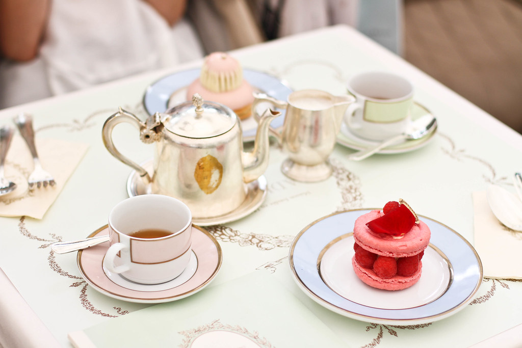 Laduree Champs Elysees-8.jpg