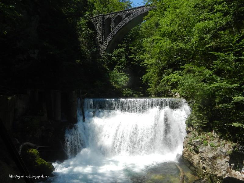 Водопад в каньоне. Словения