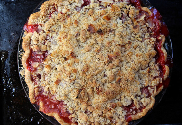 Strawberry and Rhubarb Crumb Pie