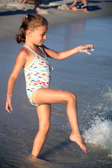 Beach_Auttie-kicking-waves