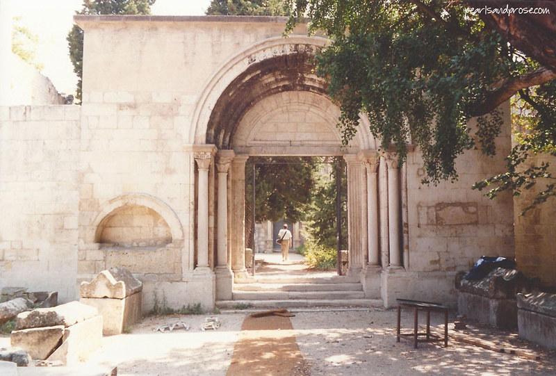 Arles_cemetery_web