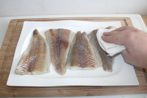 35 - Fisch abtupfen / Dab fish