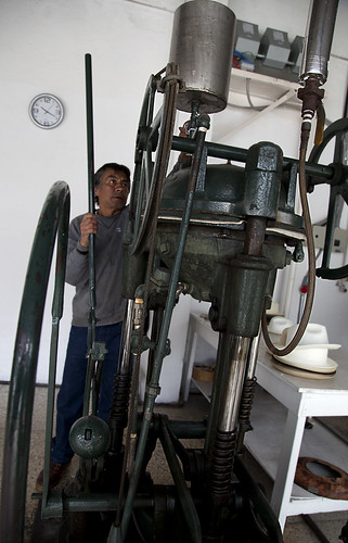 Steam press for Panama hats in Cuenca