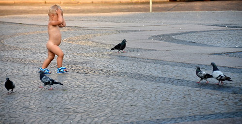 Boy and pigeons / Poiss ja tuvid