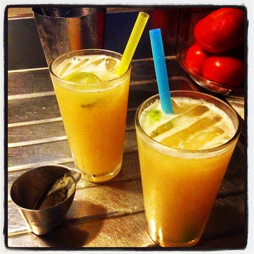 Cantaloupe Margaritas. 1 1/2 oz tequila, 2oz puréed cantaloupe, 3-4oz limeade, ice, pinch of salt. Shake or stir until icy cold. #recipe #boozehound #lakesidecocktail